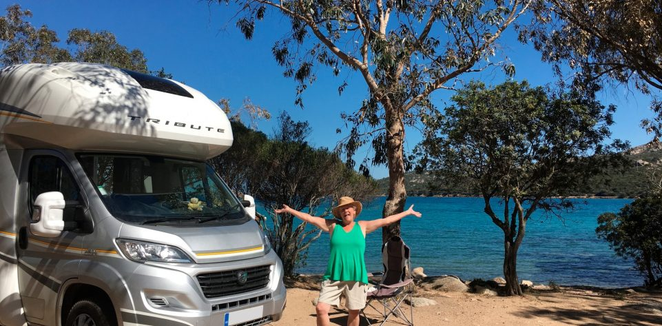on-vacation-with-a-motorhome-rv-on-the-island-of-sardinia-italy_t20_zLR99X